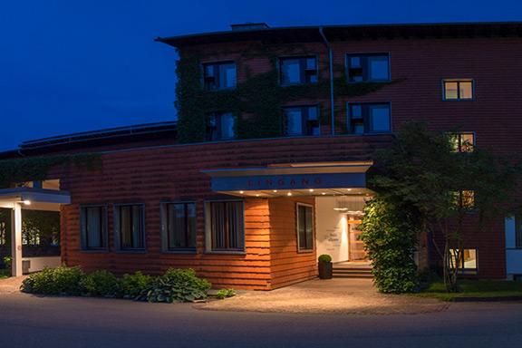Klinik-Windach-Panorama-am-Abend